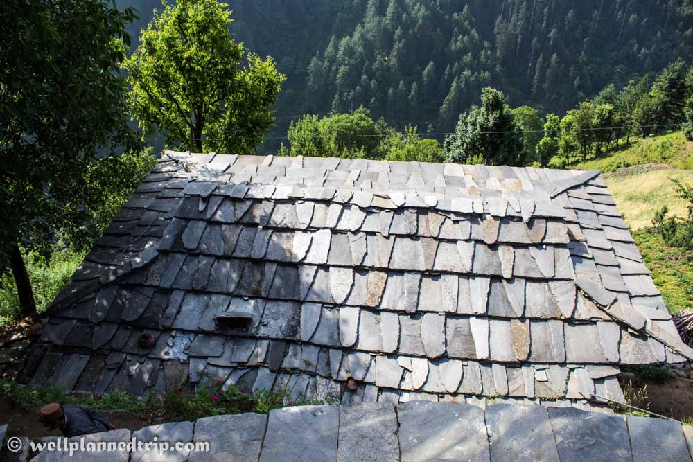 Village House Roof made with stones : RUPIN PASS TREK