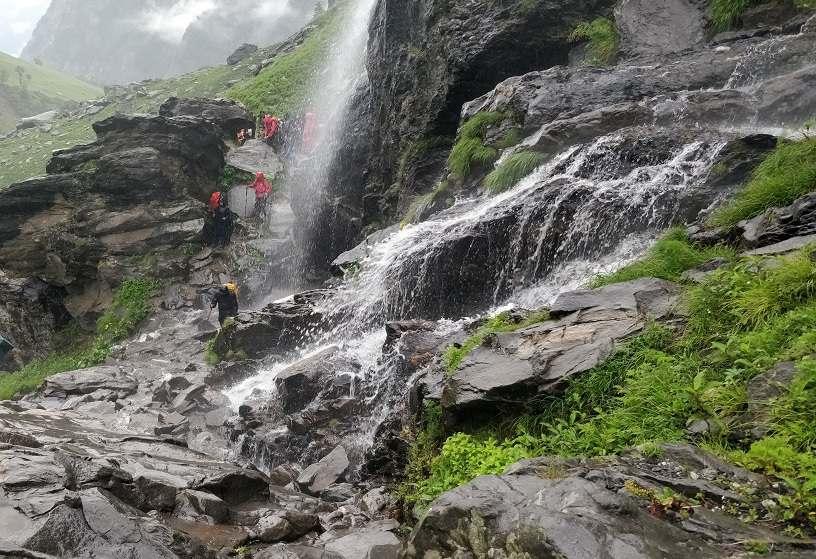 Waterfalls crossing : HAMPTA PASS TREK